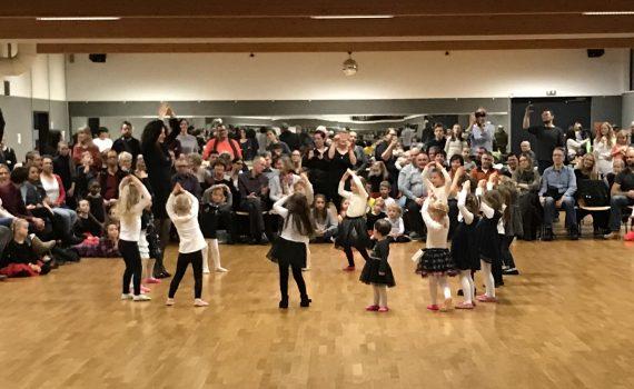 Jugend Weihnachtsfeier beim 1.Tanzclub Ludwigsburg 400 Zuschauer begeistert dabei